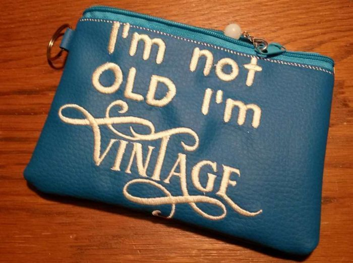 """E18 I/'m Not Old I/'m VINTAGE 4/"""" Embroidery Iron-on Custom Patch"""