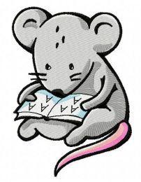 Tiny mouse reading